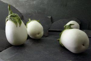 Berenjenas blancas bodegón